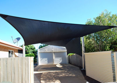 Sail and Sail with Vertical Return 1- Z16 Black with galvanised post