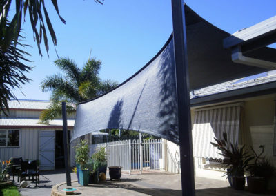 Vertical return shade sail - Z16 Black with Black